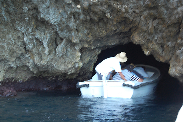 Entrada a la cueva. Foto © Silvia Lucero