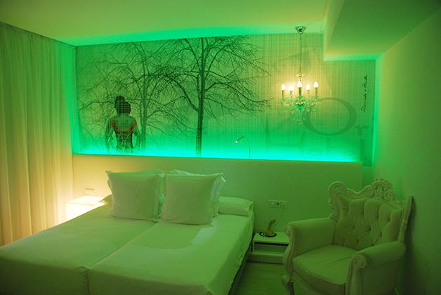 Nuestra habitación con decoración basada en la película 2046. Foto © Patrick Mreyen