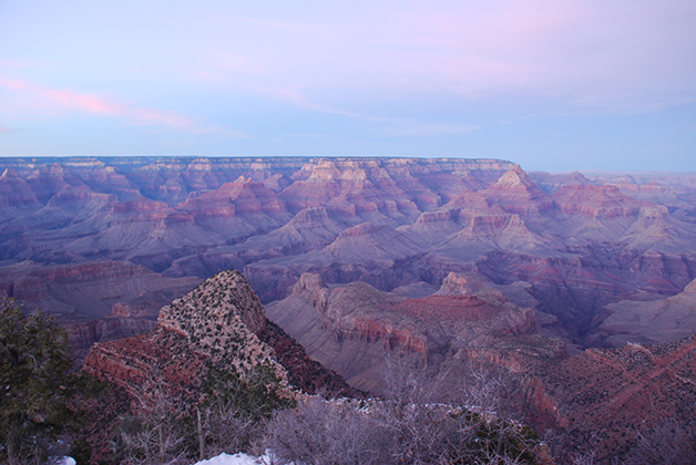 Los colores cambian, según la posición del sol en el Gran Cañón del Colorado. Foto © Patrick Mreyen