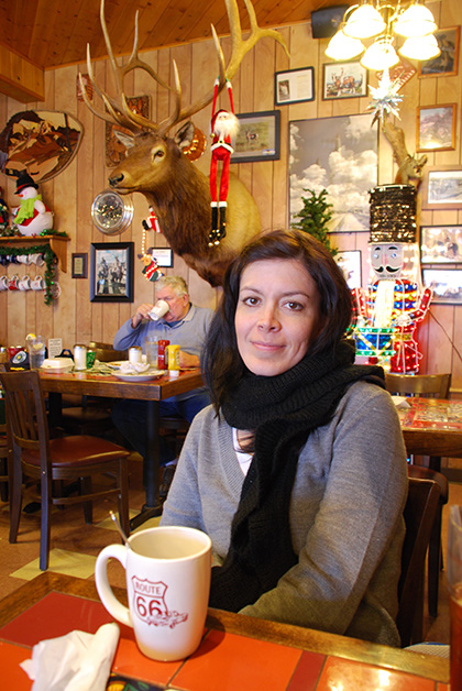 Comiendo en el Westside Lilo´s Cafe en Seligman, Arizona. Foto © Patrick Mreyen