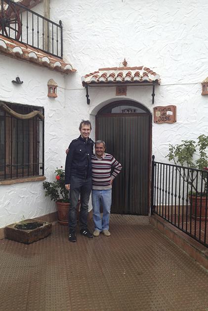 Patrick con don José. Foto © Silvia Lucero