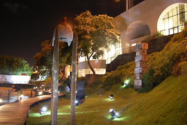 Jardín del Museo de Arte Moderno de Bahía. Foto © Silvia Lucero