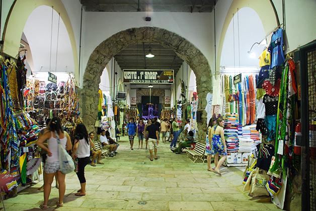 Interior del Mercado Modelo. Foto © Silvia Lucero