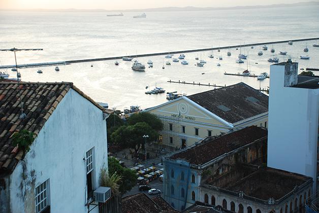 Vista del Mercado Modelo desde la Ciudad Alta. Foto © Patrick Mreyen