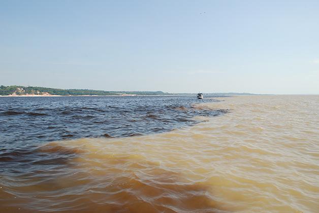 Cruce del río Negro y el Amazonas. Foto © Patrick Mreyen