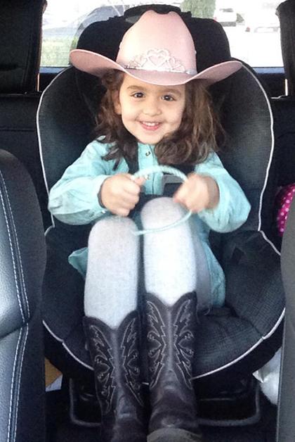 Mi sobrina Paulina lista para ir a la escuela en el Go Texan Day. Foto © Miguel Lucero