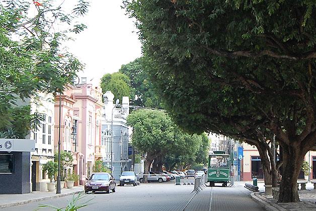 Calle pintoresca de Manaos. Foto © Silvia Lucero