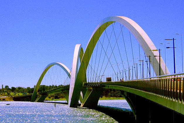 Puente JK. Foto de Xenia