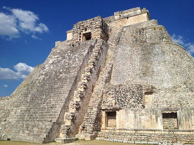 Pirámide del Adivino en Uxmal. Foto © Silvia Lucero