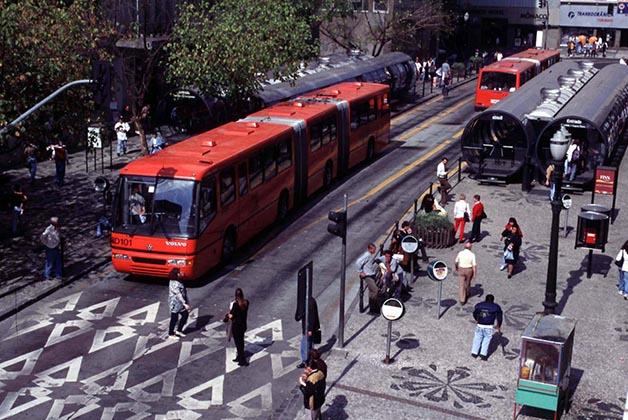 Estação tubo na Rua Presidente Farias. Curitiba Foto: Joel Rocha/SMCS