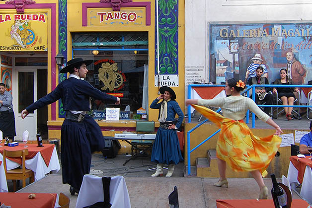 Aquí puedes apreciar los bailes típicos de Argentina. Foto © Patrick Mreyen