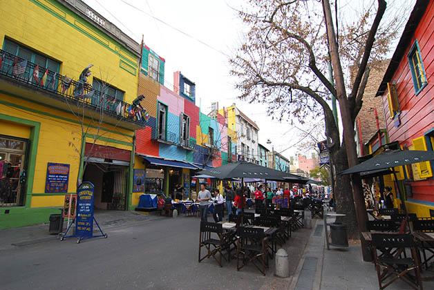El colorido Caminito está lleno de restaurantes y tiendas. Foto © Patrick Mreyen