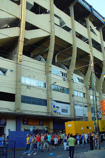 Este barrio es la cuna del fútbol, este es el estadio de La Bombonera del Boca Juniors. Foto © Patrick Mreyen