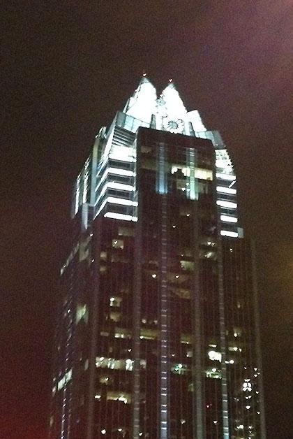 Torre del Frost Bank, preciosa, hay un ángulo en la que parece un búho. Foto © Silvia Lucero