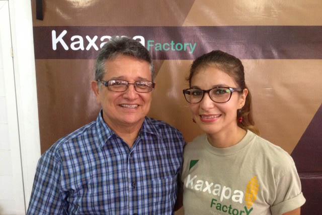 José Ramón Pérez y su hija Naicel Pérez. Foto La Trotamundos