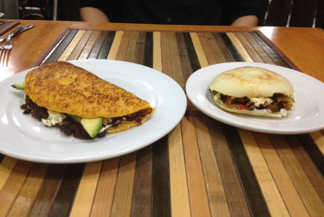 Cachapa y arepa, delicias venezolanas en Kaxapa Factory. Foto © Silvia Lucero