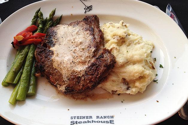 Los BBQ y steakhouses son muy populares, excelente lugar para los carnívoros (como yo). Foto © Patrick Mreyen