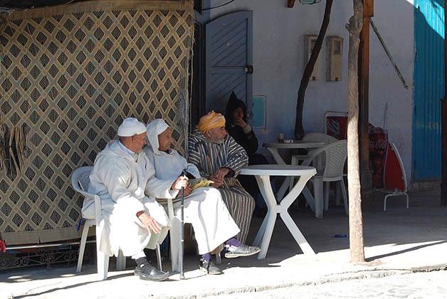 La vida es tranquila, la gente se sienta a observar, conversar y beber té de menta. Foto © Silvia Lucero