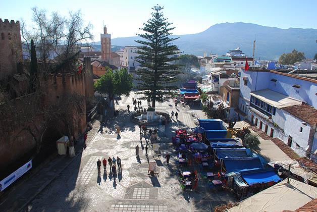 Vista panorámica de la Plaza Uta el-Hammam, desde ahí se puede ver a la izquierda la alcazaba y la mezquita. Foto © Patrick Mreyen