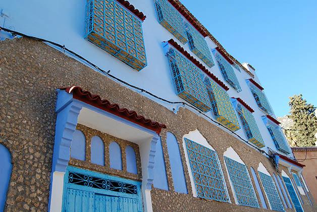 Ventanas que encontrarás en muchas de las casas. Foto © Silvia Lucero