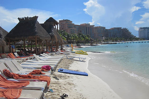 ¿Quién dijo que hay edad límite para relajarse en una playa maravillosa? Foto © Silvia Lucero