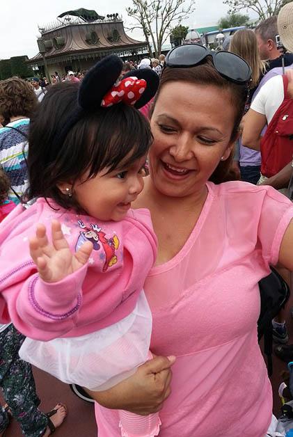 Mi hermana Vanessa con mi sobrina Ivanna. Dice que en estos viajes ahora se divierte más al ver la felicidad de su hija. Foto © Vanessa Lucero