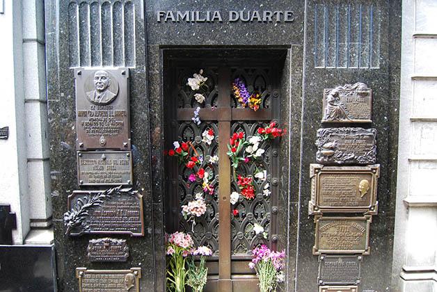Mausoleo de la Familia Duarte, donde descansa Eva Perón. Foto © Patrick Mreyen