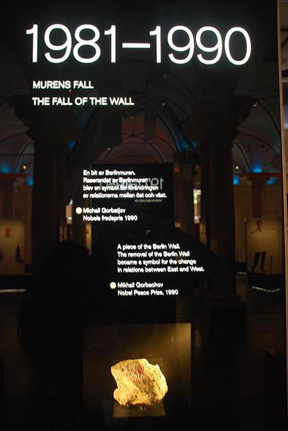 La línea del tiempo. Aquí destacan uno de los acontecimientos más importantes en esa década, la caída del Muro de Berlín. Foto © Patrick Mreyen