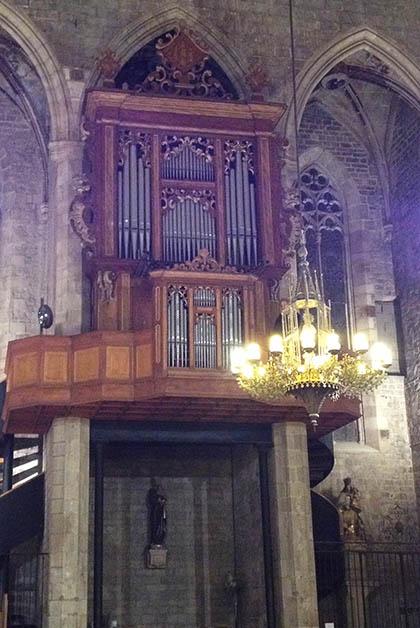 El órgano original se quemó en el incendio de 1936, se cree que éste es del siglo XVIII, pero se desconoce si realmente es de esa época y el creador. Foto © Silvia Lucero