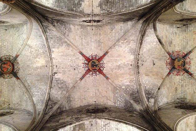 En los techos se pueden apreciar obras de arte con escenas religiosas. Foto © Silvia Lucero