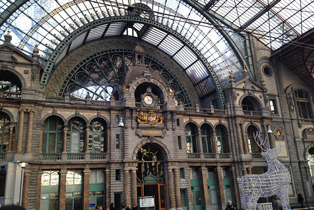 Estación de trenes de Amberes ¡hermosa! Foto © Silvia Lucero