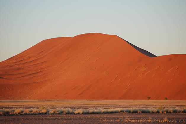 Una de las dunas totalmente roja. Foto © Patrick Mreyen