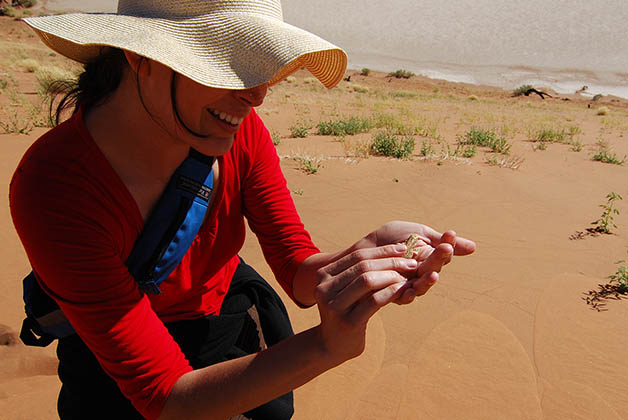Cogiendo lagartijas, que me encantan. Foto © Patrick Mreyen