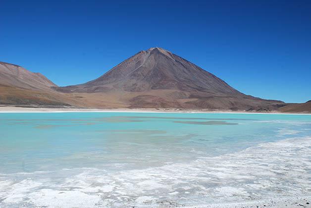 Laguna Verde con volcán al fondo. Foto Patrick Mreyen