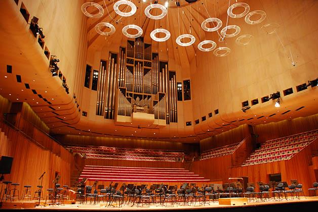 El interior en la Sala de Conciertos. Foto © Patrick Mreyen