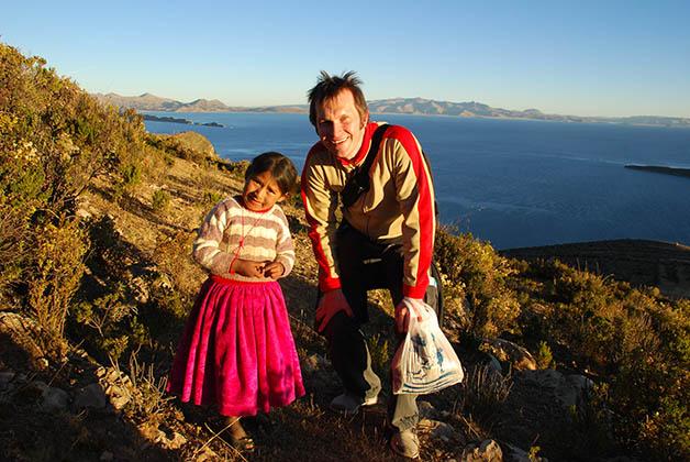 Patrick posando con esta nenita preciosa. Foto © Silvia Lucero