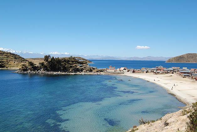 Playa en Isla del Sol. Foto © Silvia Lucero