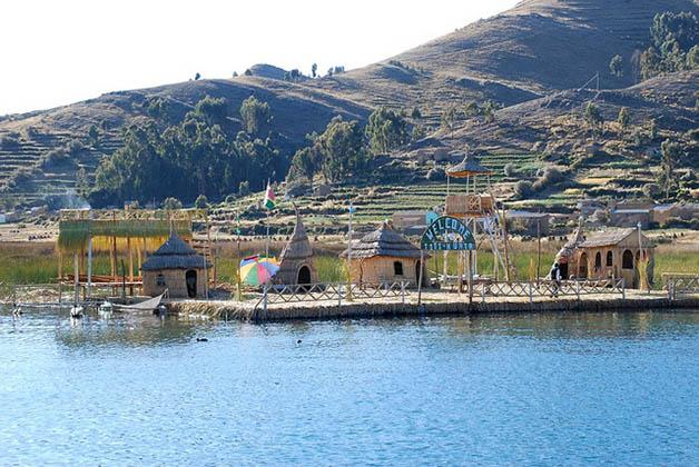 Islas en Lago Titicaca. Foto © Silvia Lucero