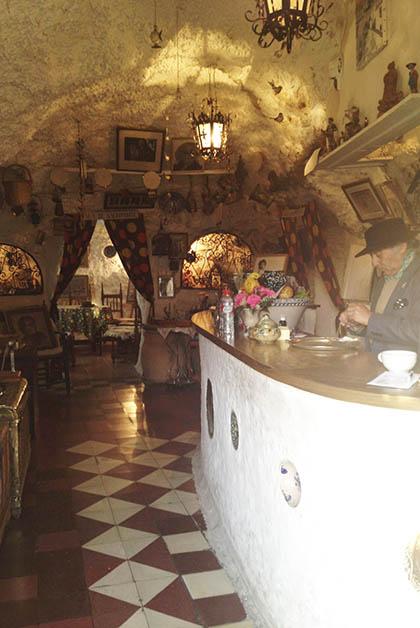 Interior del bar Los Faroles. Foto © Silvia Lucero