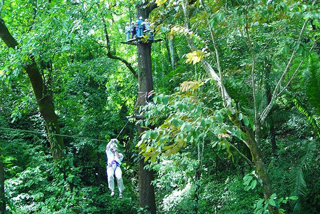 Tirolesa en Costa Rica. Foto © Patrick Mreyen