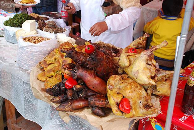 Disfrutando un festival gastronómico en Perú. Foto © Silvia Lucero