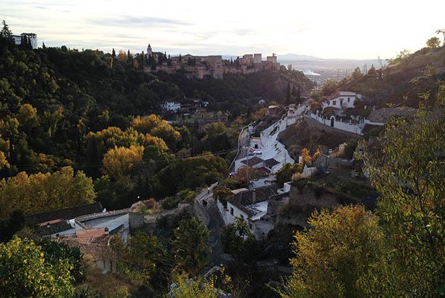 Vistas hacia la Alhambra desde el Sacromonte. Foto © Patrick Mreyen