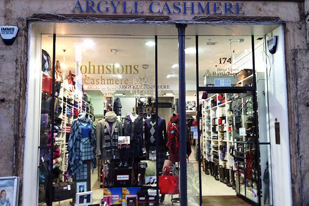 Boutique con ropa escocesa. Foto © Silvia Lucero