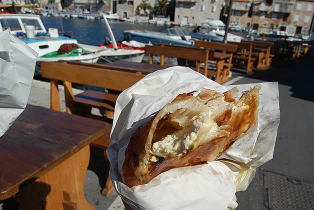 El burek era delicioso, nuestro desayuno cada mañana. Foto © Silvia Lucero
