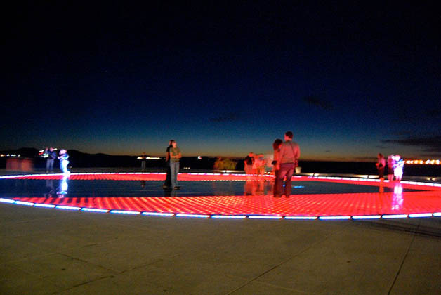 Saludo al Sol en Zadar. Foto © Silvia Lucero