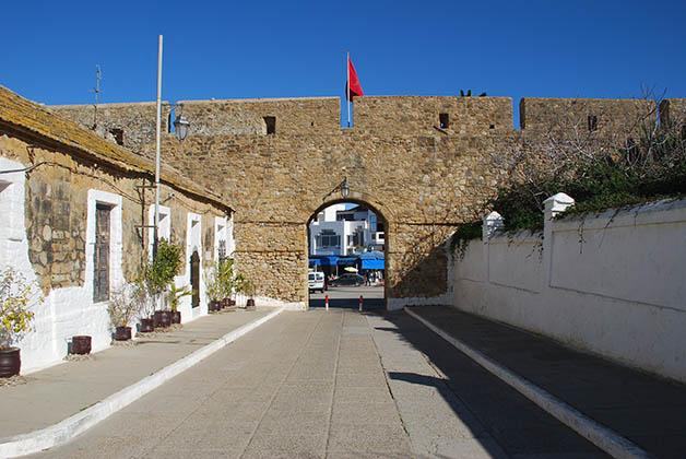 Una de las puertas de entrada a la medina. Sus muros fueron construidos en el siglo XVI por los portugueses. Foto © Patrick Mreyen