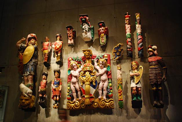 En el Museo Vasa puedes ver cómo reconstruyeron las piezas de arte del buque. Foto © Silvia Lucero