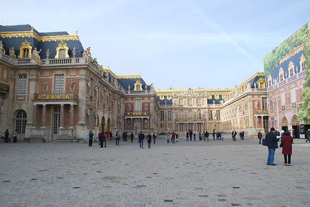 Entrada al Palacio de Versalles. Foto © Patrick Mreyen