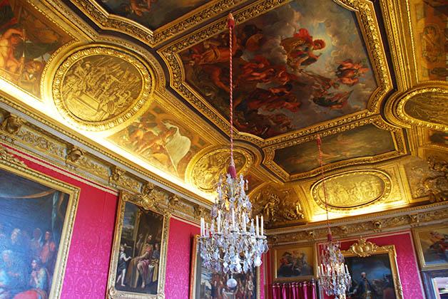 El oro y los candelabros abundan en las salas. Foto © Patrick Mreyen
