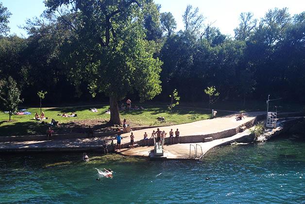 Barton Springs Pool en Zilker Park en Austin. Foto © Patrick Mreyen